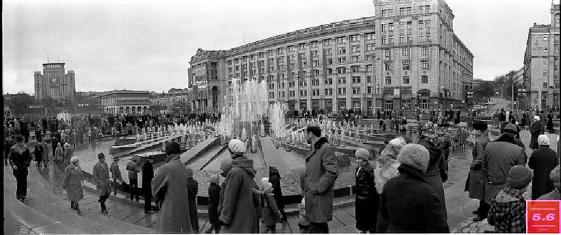 Борис Градов, Киев, конец 70-х – начало 80-х годов ХХ ст.  Площадь Октябрьской Революции, из серии «Крещатик 1960-70 е»